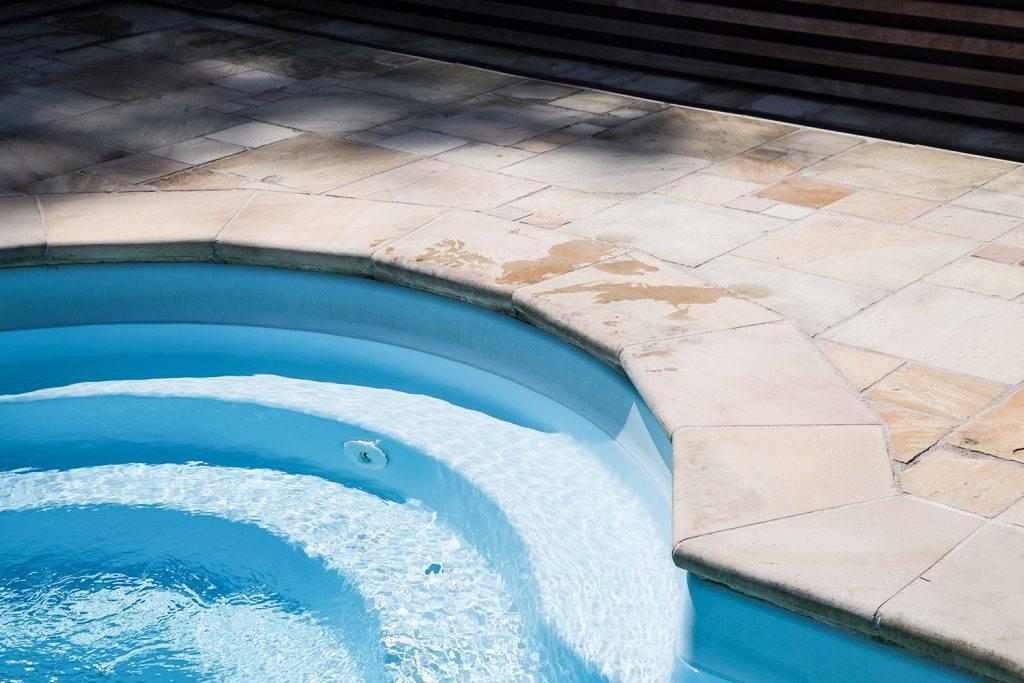 Pool umrandungen aus Naturstein