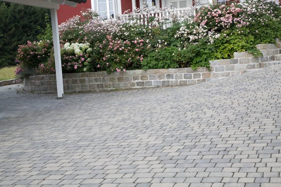 Parkplatz aus Betonstein Kopfsteinpflaster