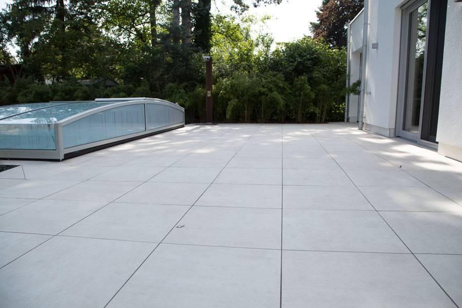Pool Terrasse aus Feinsteinzeug