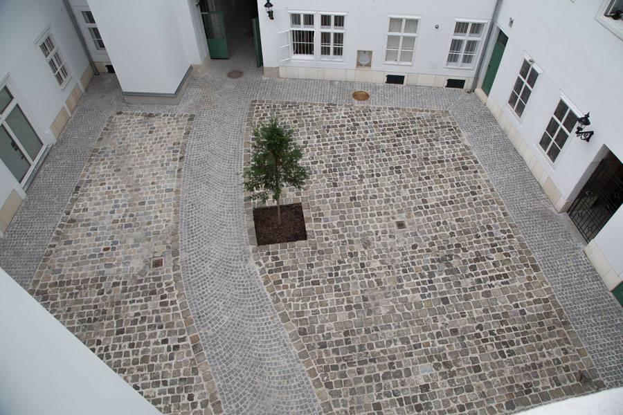 Innenhofgestaltung mit Kopfsteinpflaster