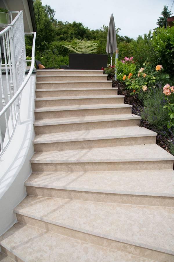 Stufen und Stiegen aus Hartkalkstein