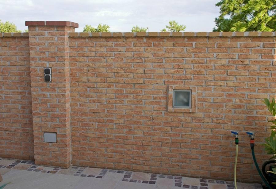 Mauer aus Klinker