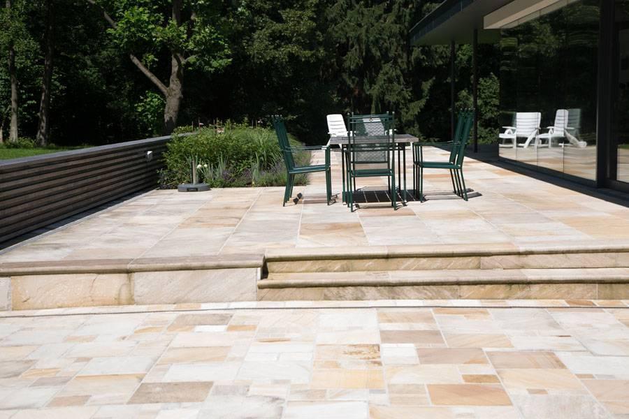 Plätze im Garten aus Sandstein
