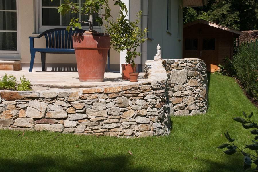 Terrasse aus Trockensteinmauer