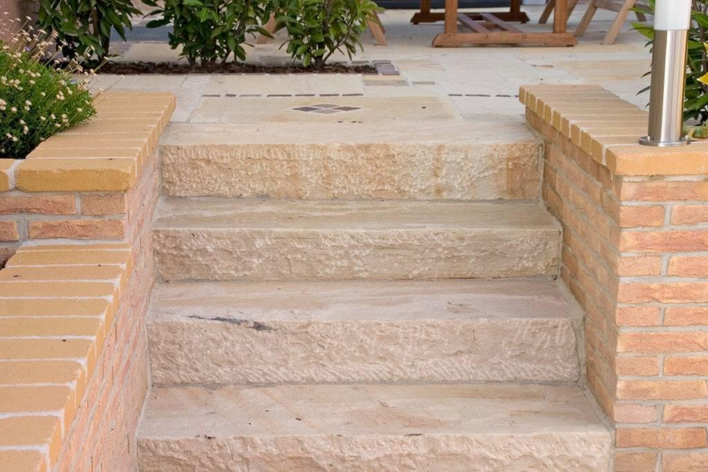 Gartenstufen aus Sandstein