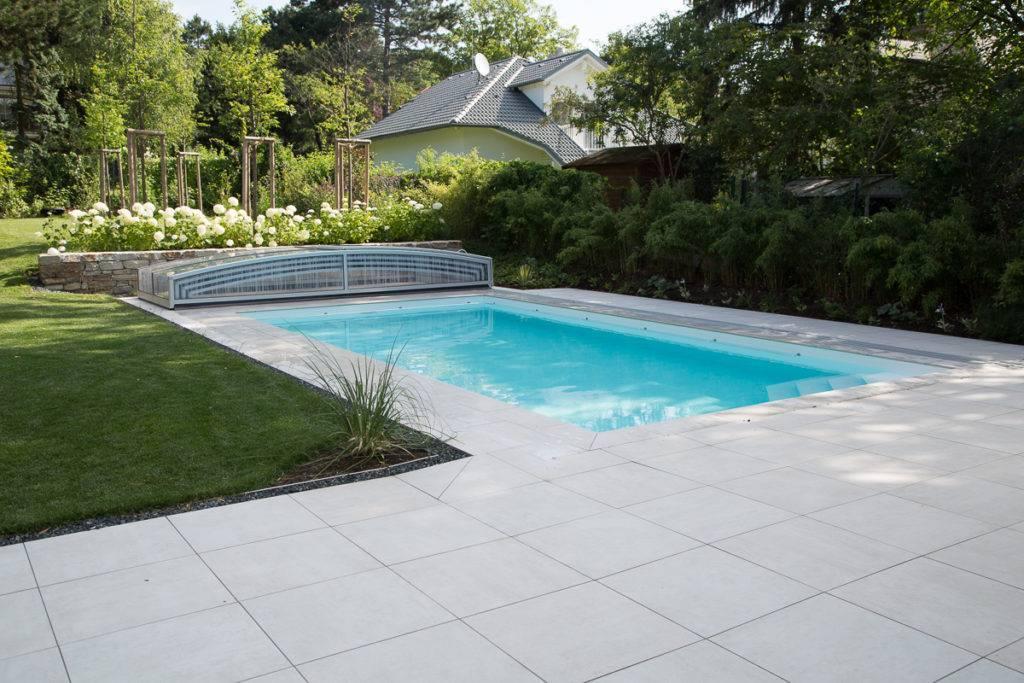 Pool Umrandung und Terrasse