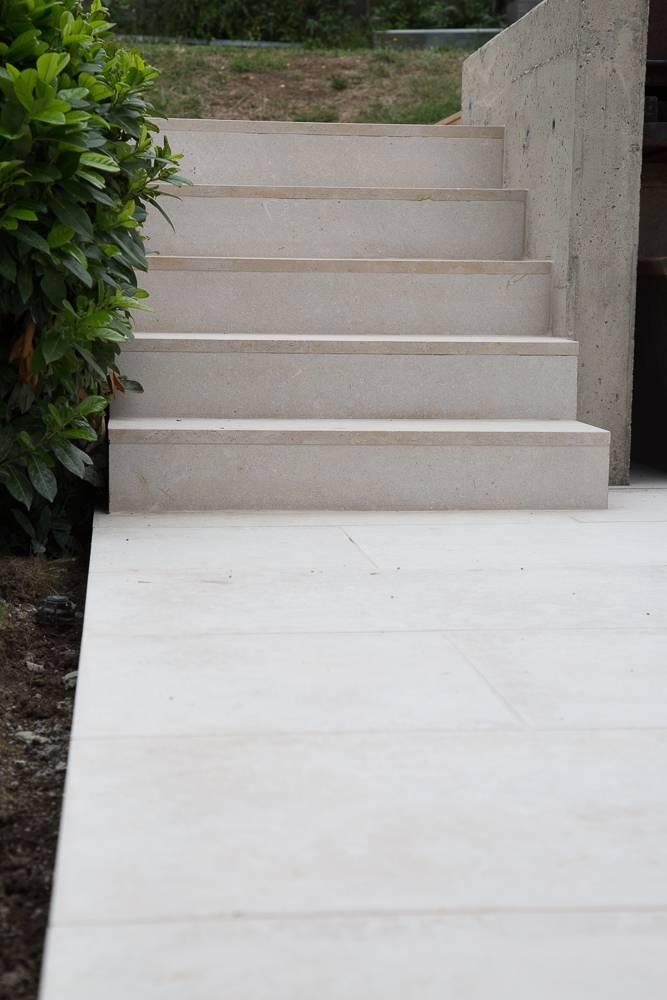 Stufen aus Hartkalkstein