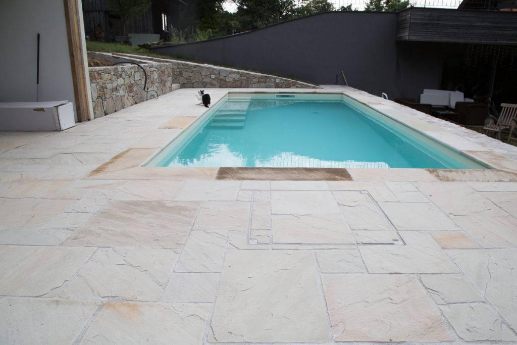 Poolterrasse aus Sandstein