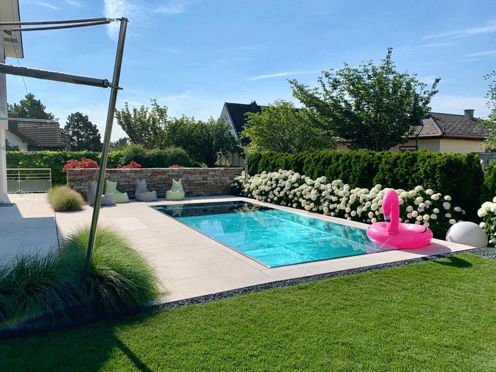 Pool-Umrandung aus Hartkalkstein